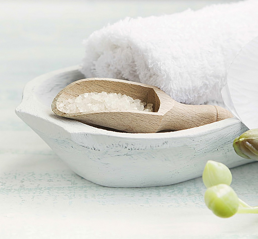 Spa-still-life-with-bath-salt